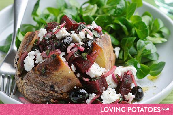 Recept: gepofte aardappel met bieten-feta-salade - een recept van LovingPotatoes.com