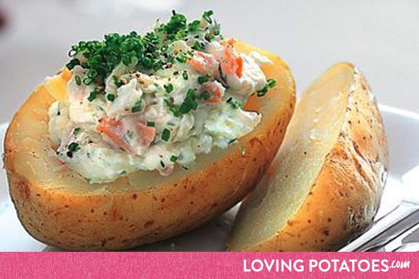 Recept: gepofte aardappel met gerookte zalm en zure room - een recept van LovingPotatoes.com