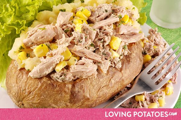 Recept: gepofte aardappel met mais en tonijn - een recept van LovingPotatoes.com
